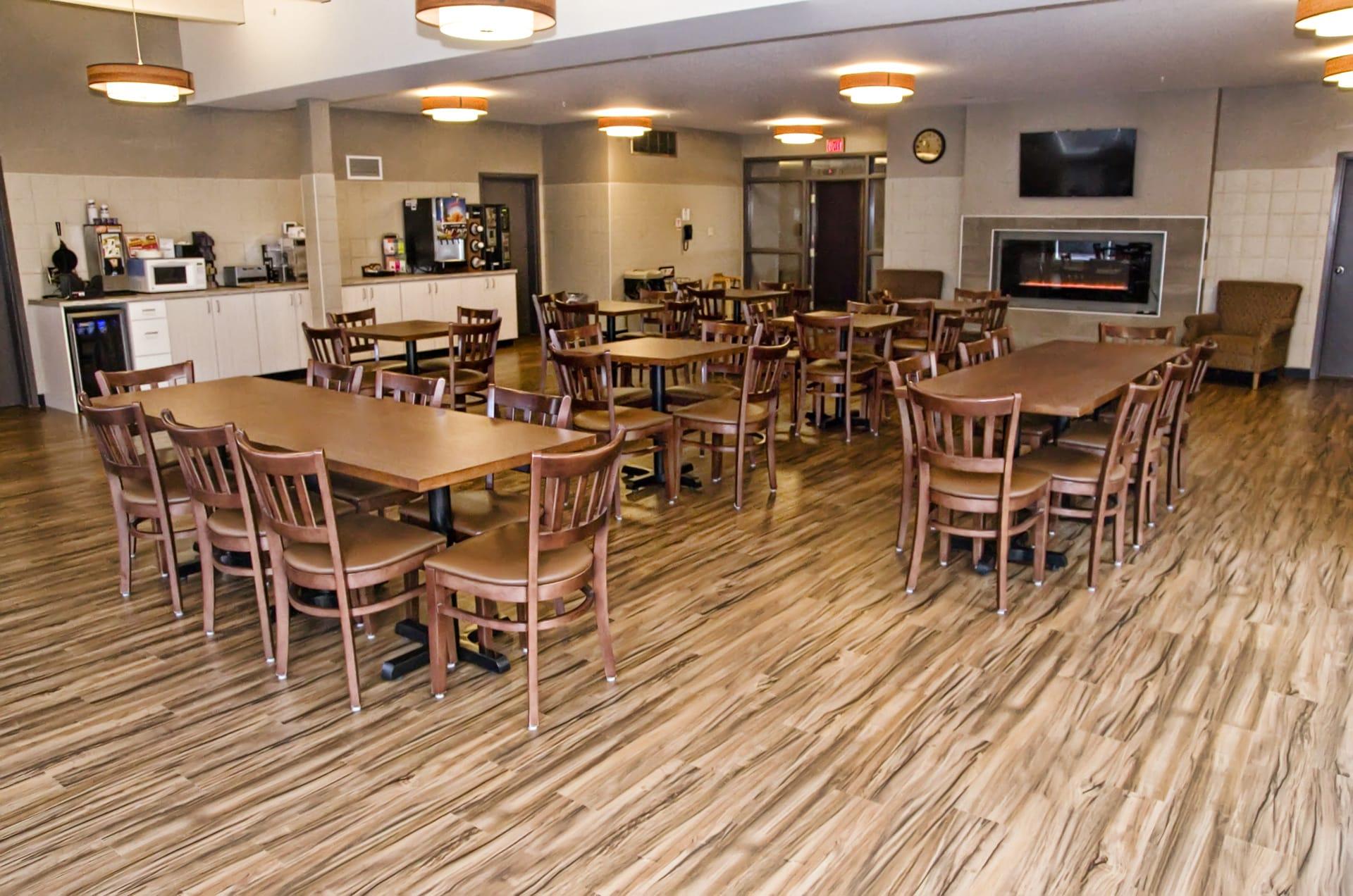Lakeview Inns & Suites - Brandon - Hotel Breakfast Room