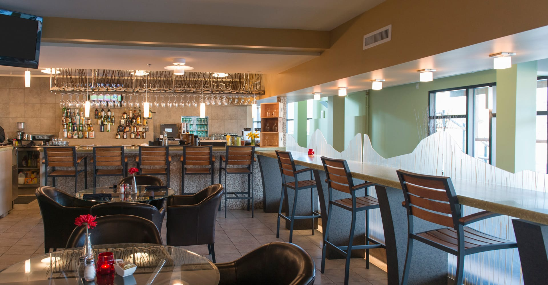 Seagulls Restaurant & Lounge - Lakeview Hecla Resort